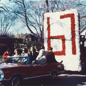 http://hinsdale1967.com/wp-content/uploads/2017/04/Homecoming_Parade.jpg
