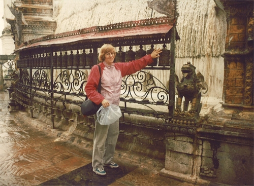 http://hinsdale1967.com/wp-content/uploads/2017/05/Amy_Van_Singel_spinnin_the_Prayer_Wheel_in_Nepal.jpg