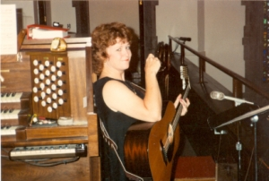http://hinsdale1967.com/wp-content/uploads/2017/05/Singing_at_Church.jpg